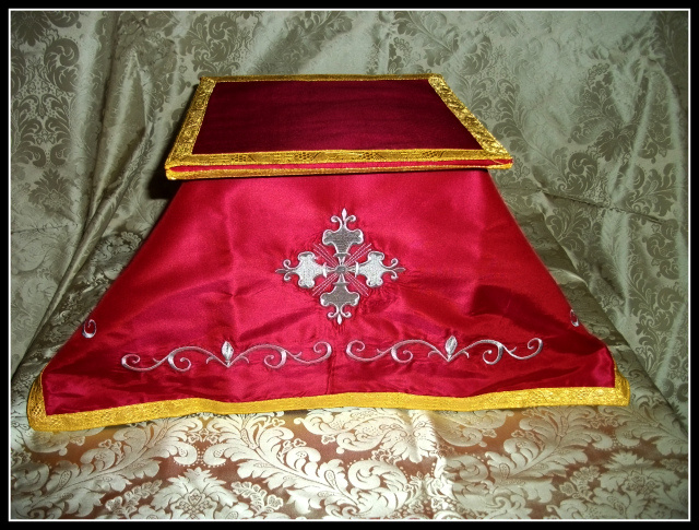 Embroidered Silk Chalice Veil with matching Burse